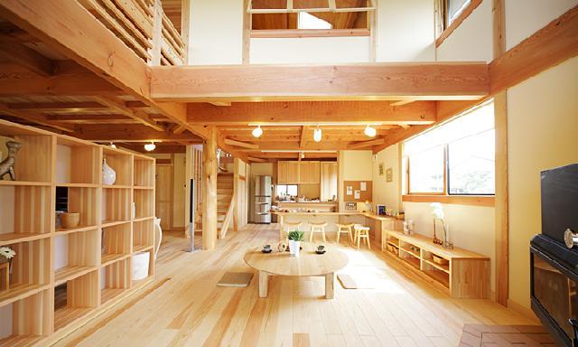 自然素材の木の家の建築実例:明るくやさしい雰囲気のリビング