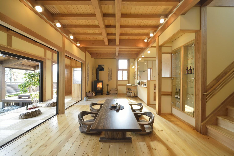 天然の無垢材を使った木の家の建築実例:ダイニング